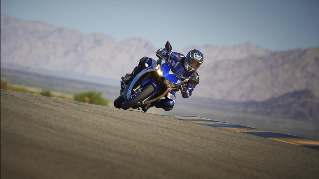 2015-Yamaha-R250-Feature