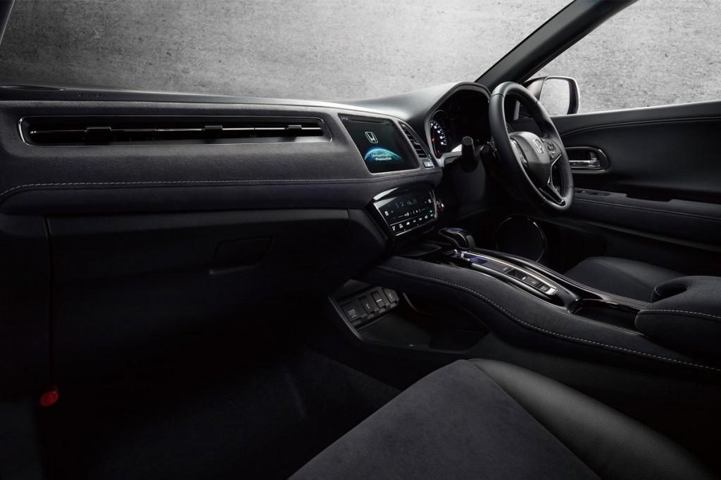 Honda-Vezel-Hybrid-RS-interior