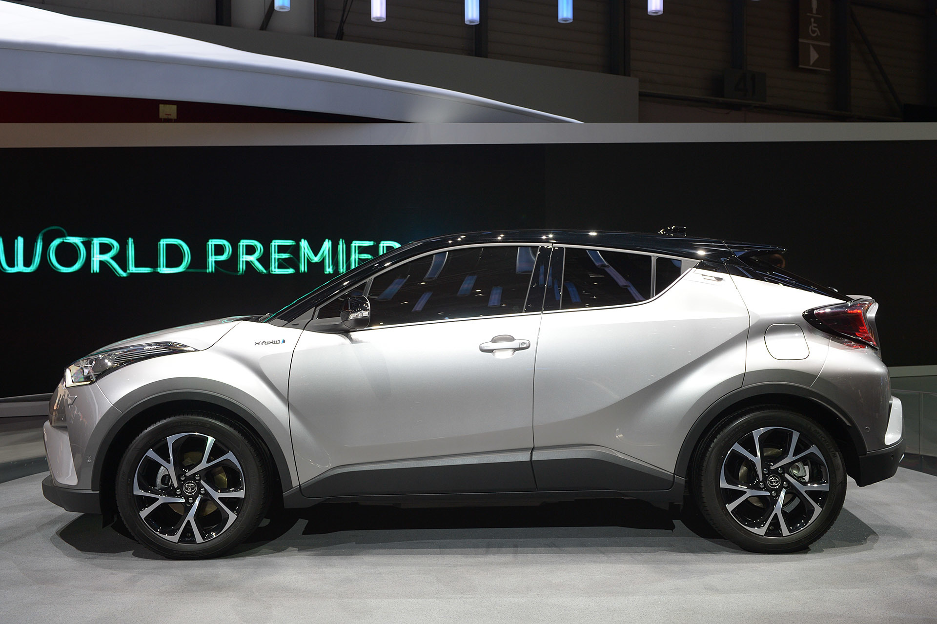 Toyota Chr Hybrid >> Toyota's Vezel Fighter 'C-HR' Will Be Available With A 1 ...