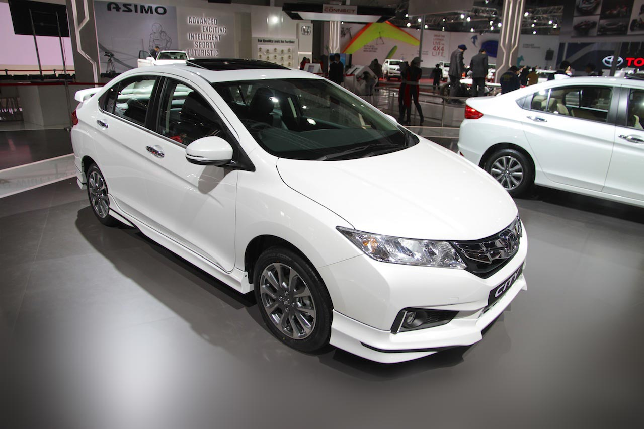 honda city to get facelift in india in october pakwheels blog. Black Bedroom Furniture Sets. Home Design Ideas