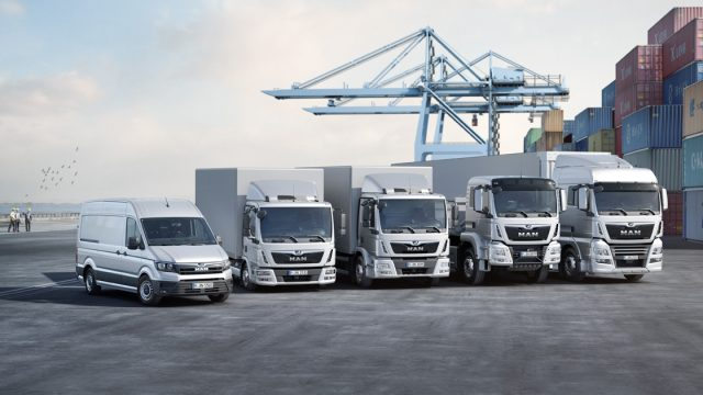 With an available range between 3.0 and 44 tonnes, MAN is evolving into a full service provider when it comes to having the right solution for every transport task. DE: MAN avanciert mit einem Angebot von 3,0 bis 44 Tonnen zum Full-Range-Anbieter, wenn es darum geht, für jede Transportaufgabe die richtige Antwort zu haben. UK: With an available range between 3.0 and 44 tonnes, MAN is evolving into a full service provider when it comes to having the right solution for every transport task.