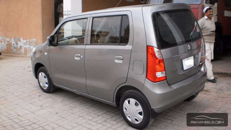 pak suzuki wagonr vs imported suzuki wagon r a brief view of both cars pakwheels blog. Black Bedroom Furniture Sets. Home Design Ideas