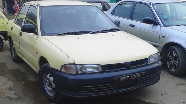 Mitsubishi-Lancer-1993-taxi (2)