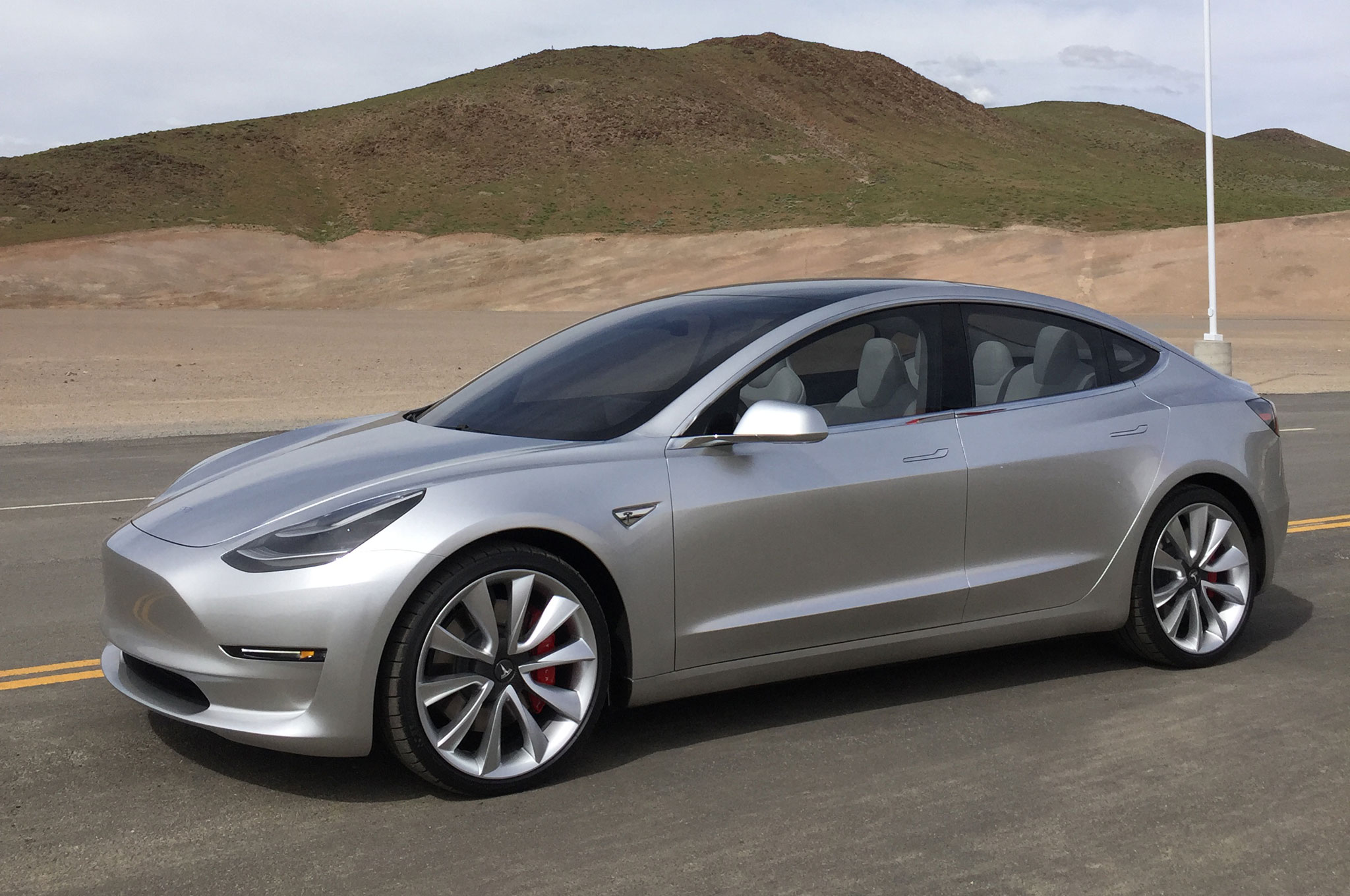 Tesla-Model-3-with-mountain