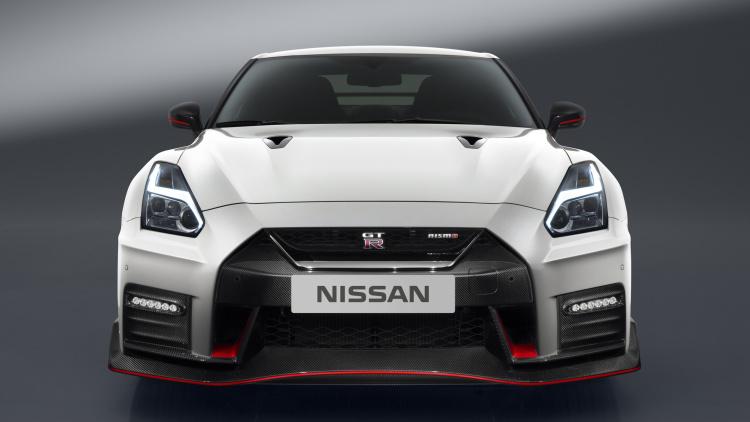 2017-nissan-gt-r-nismo-12