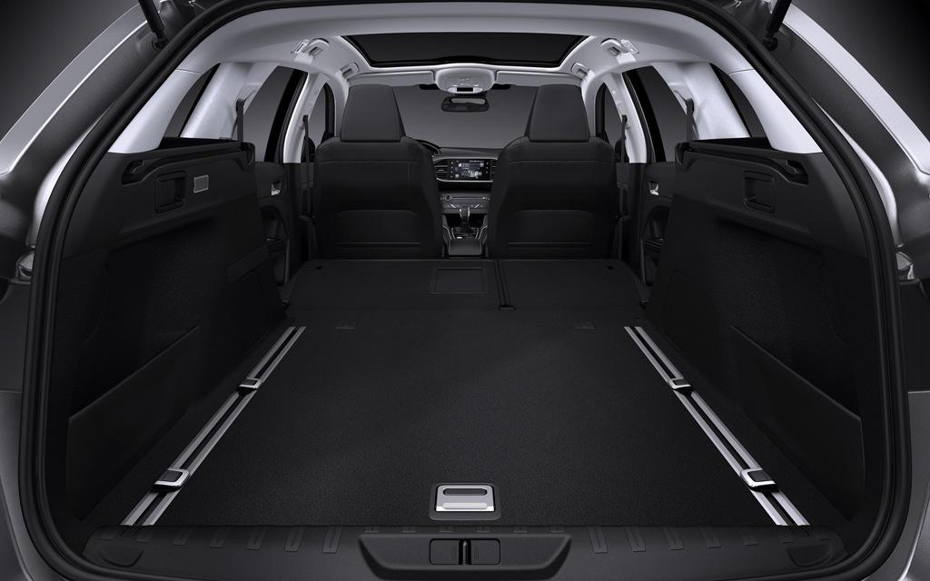 Peugeot-308-SW-2014-boot