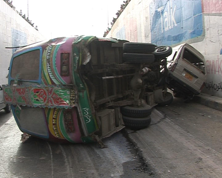 karachi traffic accident