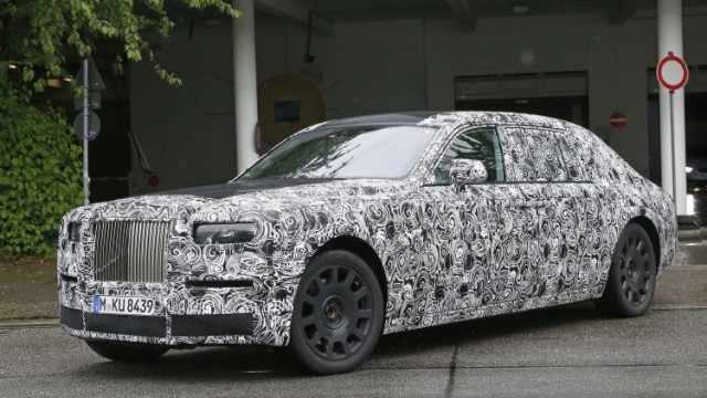 2018-rolls-royce-phantom-(4)