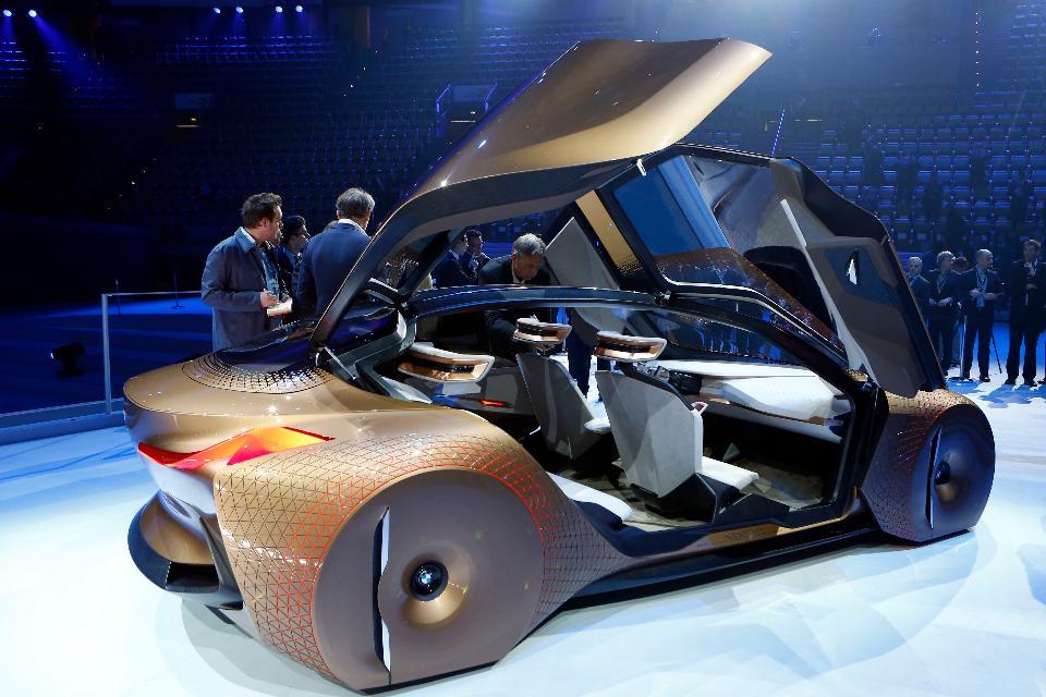BMW-VISION-NEXT-100-(5)