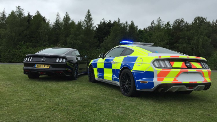 ford-mustang-uk-police-car