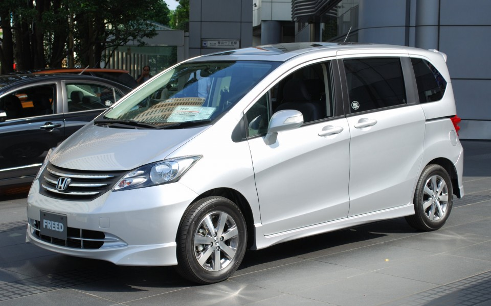 Honda freed with new hybrid motor