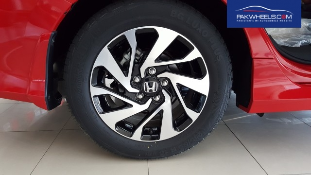 General Tyres BG Luxo Plus 215/55-R16 in Honda Civc 2016