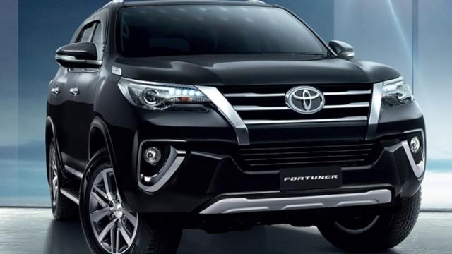 2016-Toyota-Fortuner-black-front1