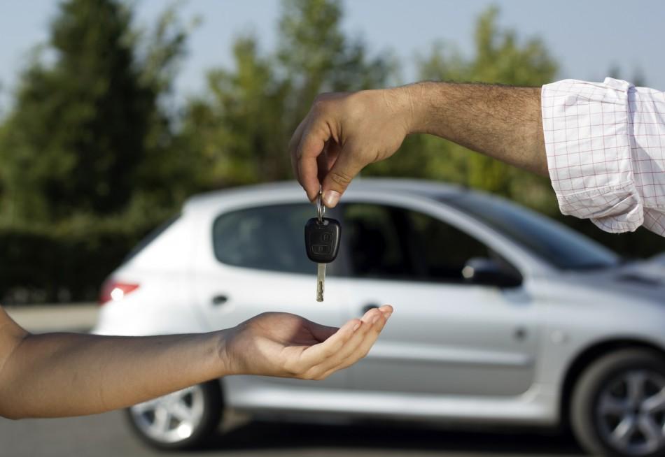 Car-key-handover-e1471522036113