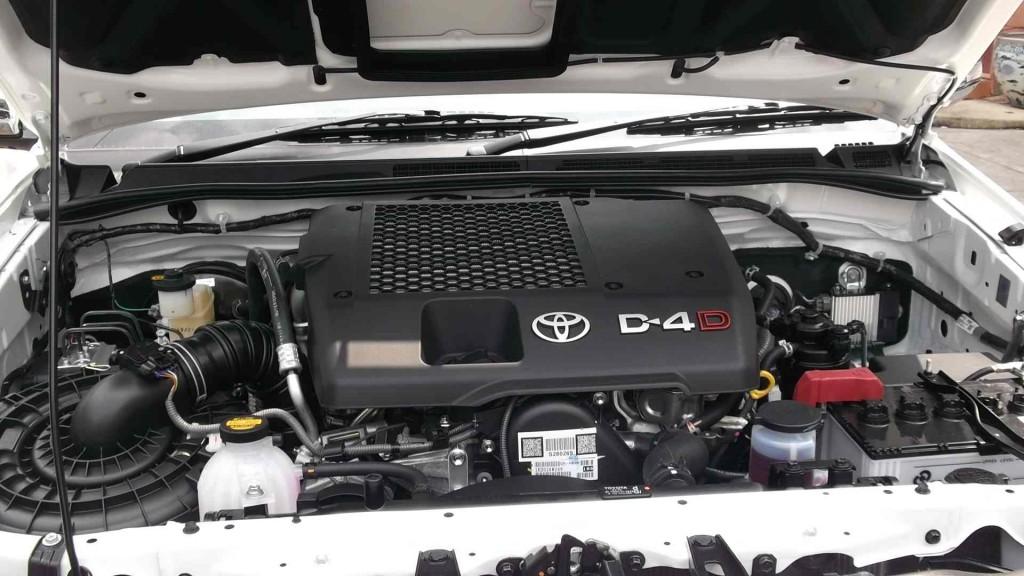 Hilux-Vigo-Champ-2014-D4D-3.0L-Engine