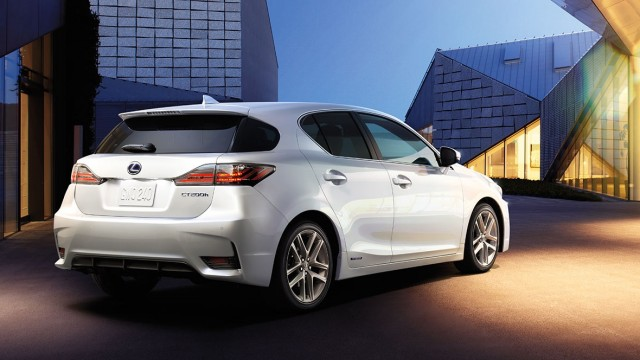 lexus ct 200h a great addition to imported cars list in pakistan. Black Bedroom Furniture Sets. Home Design Ideas