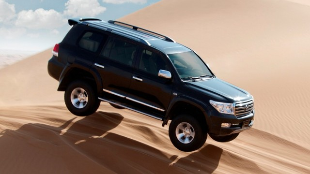 2012-toyota-land-cruiser-off-road-wallpaper-4