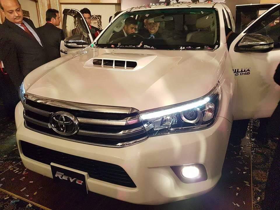 Toyota Revo front