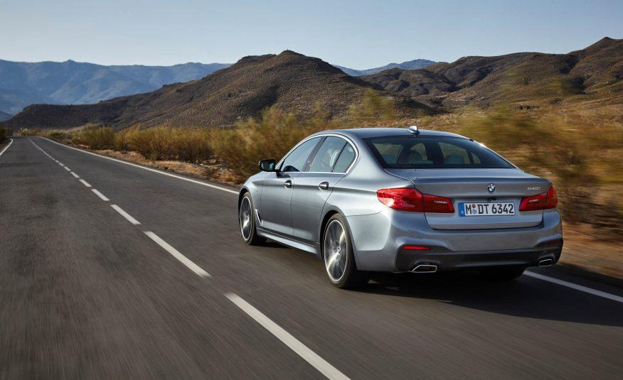 2017-BMW-5-Series-105-876×535