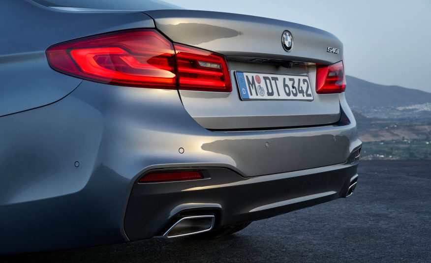 2017-BMW-5-Series back