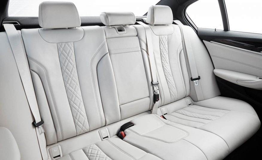 2017-BMW-5-Series-154-876×535