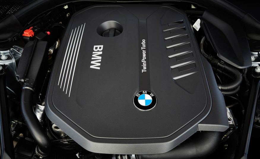 2017-BMW-5-Series engine