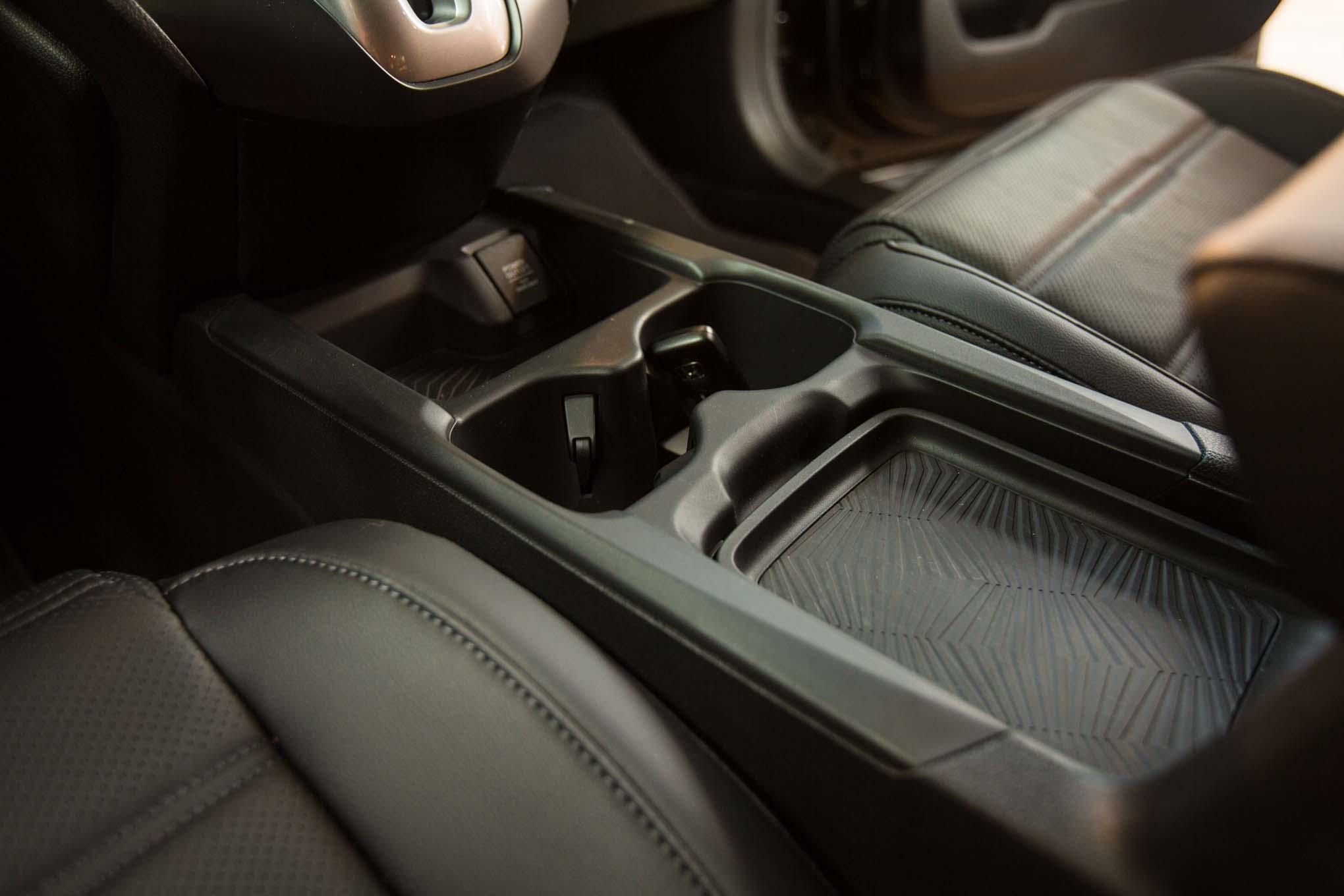 2017-Honda-CR-V-center-console