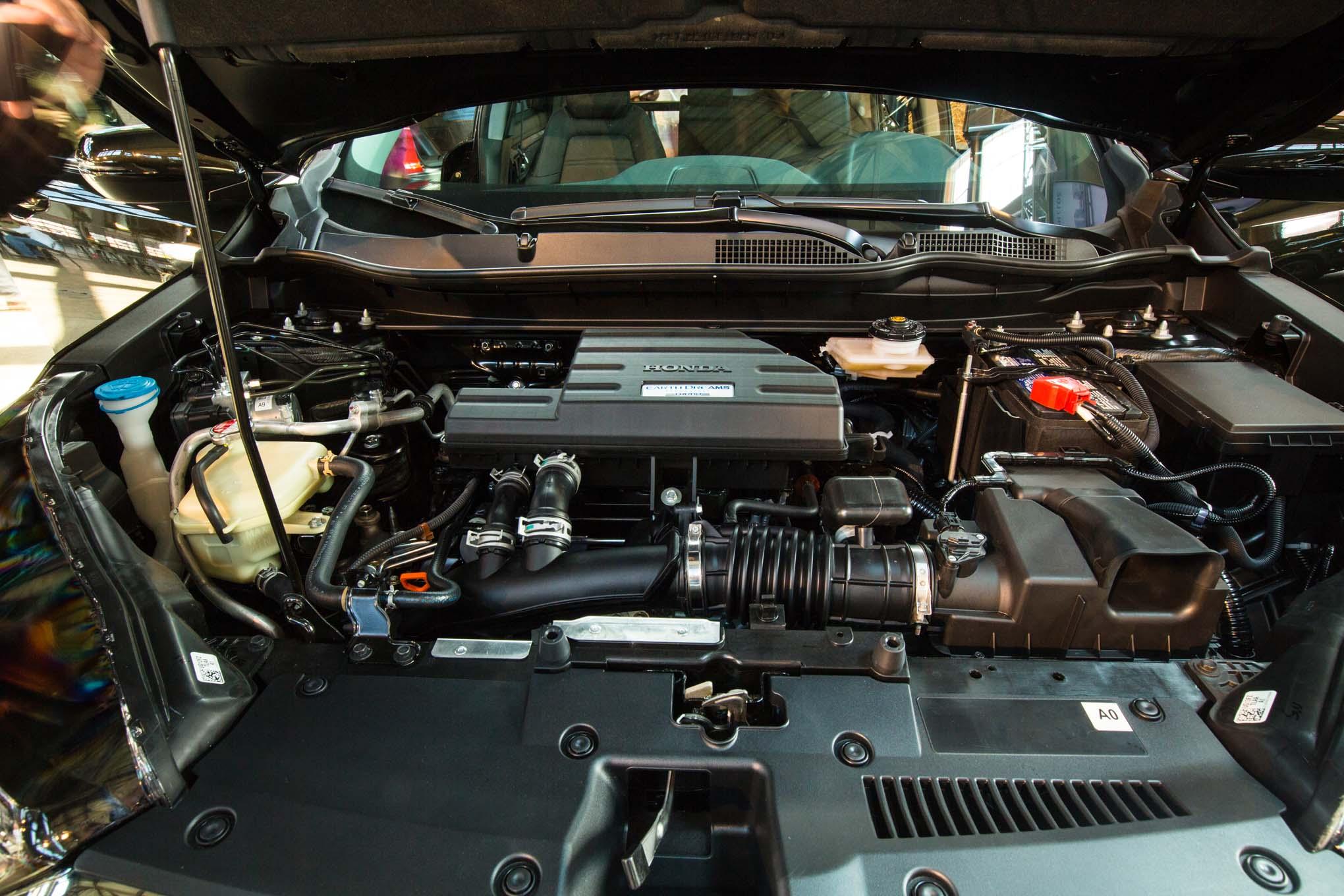 2017-Honda-CR-V-engine-02