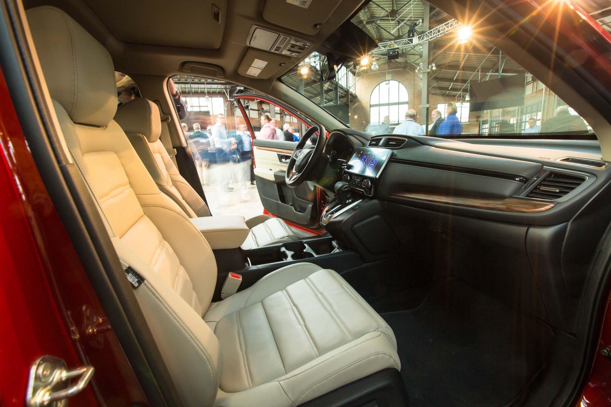 2017-Honda-CR-V-front-interior-seats-02
