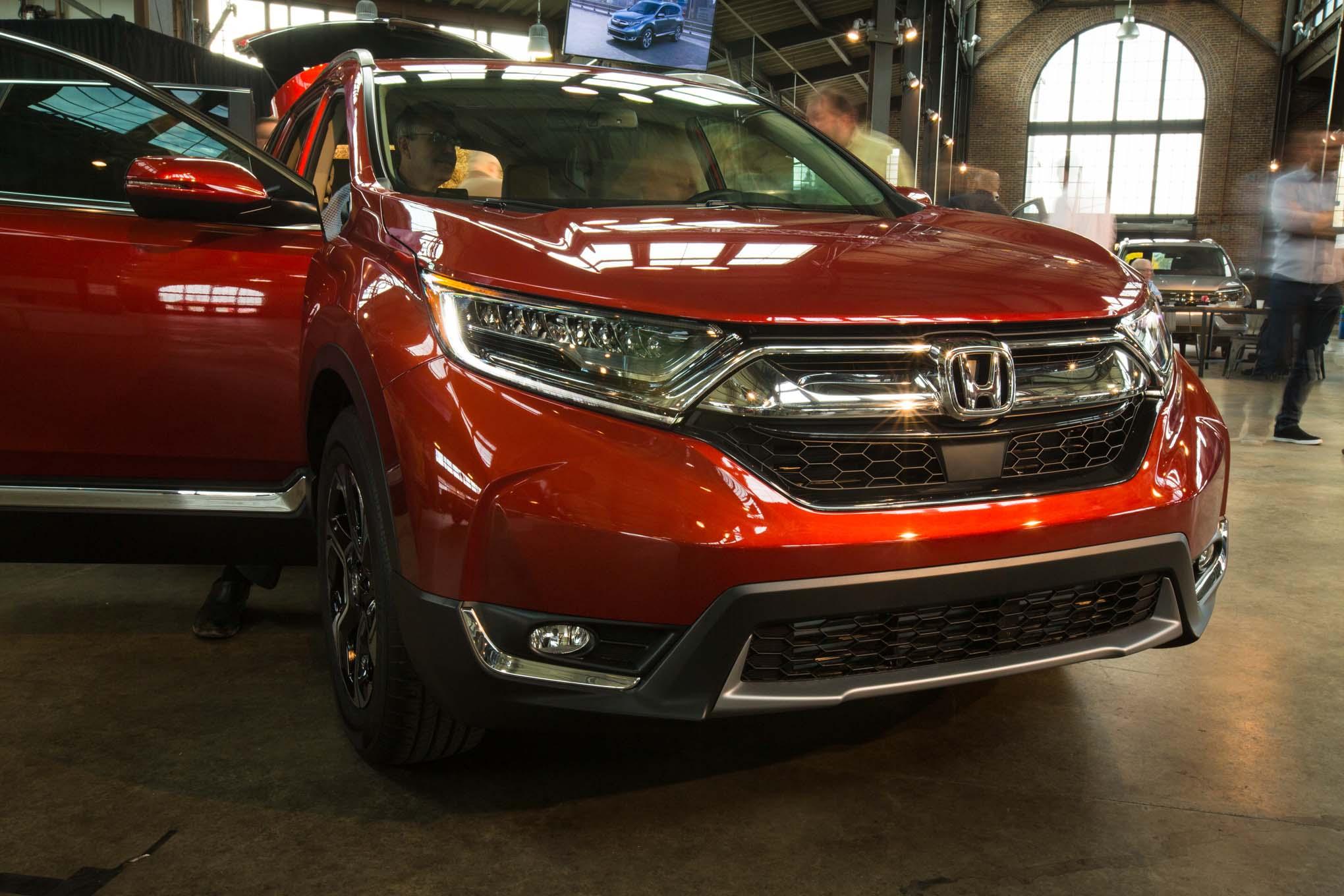 2017-Honda-CR-V-grille