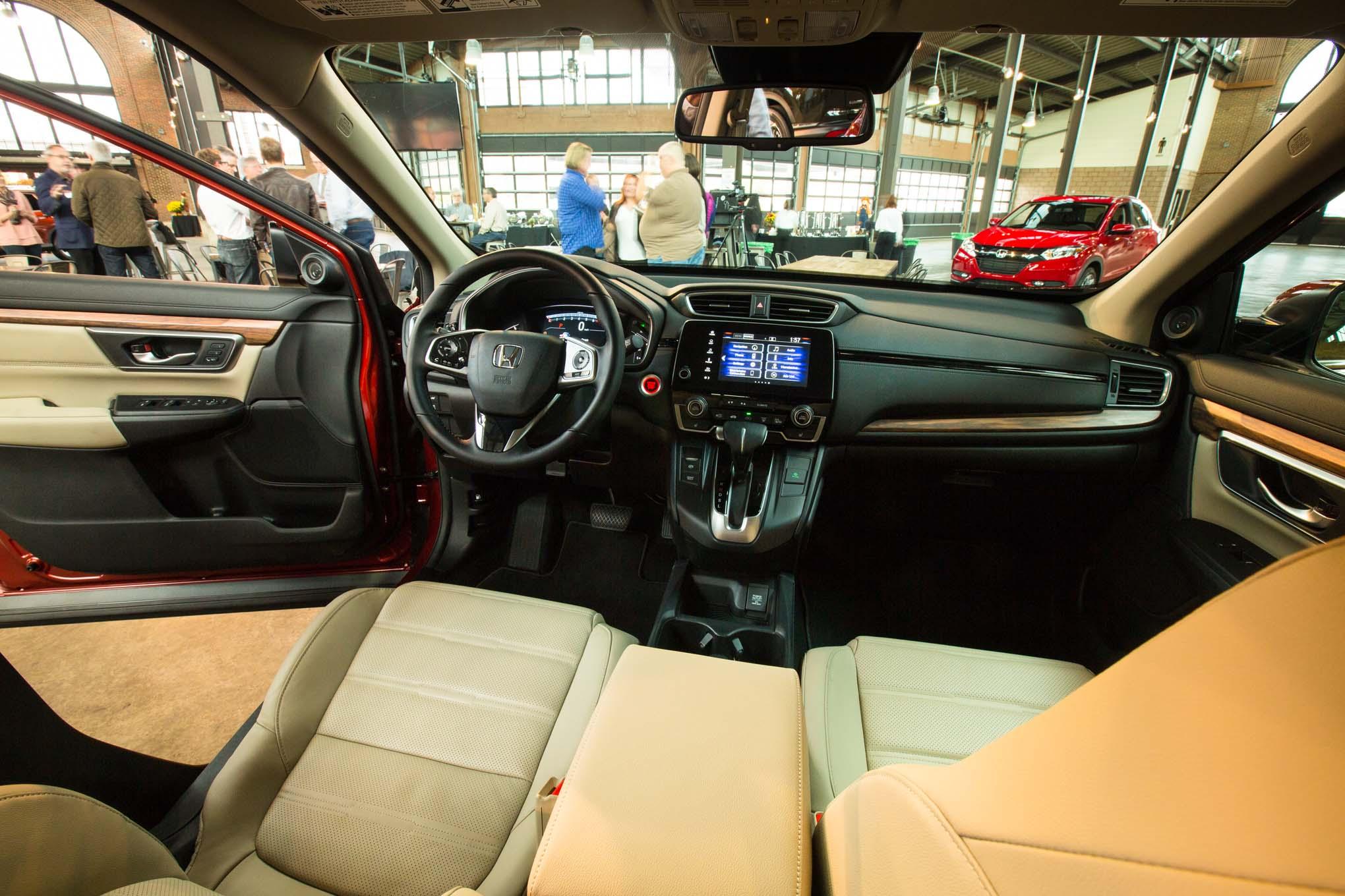 2017-Honda-CR-V-interior-view
