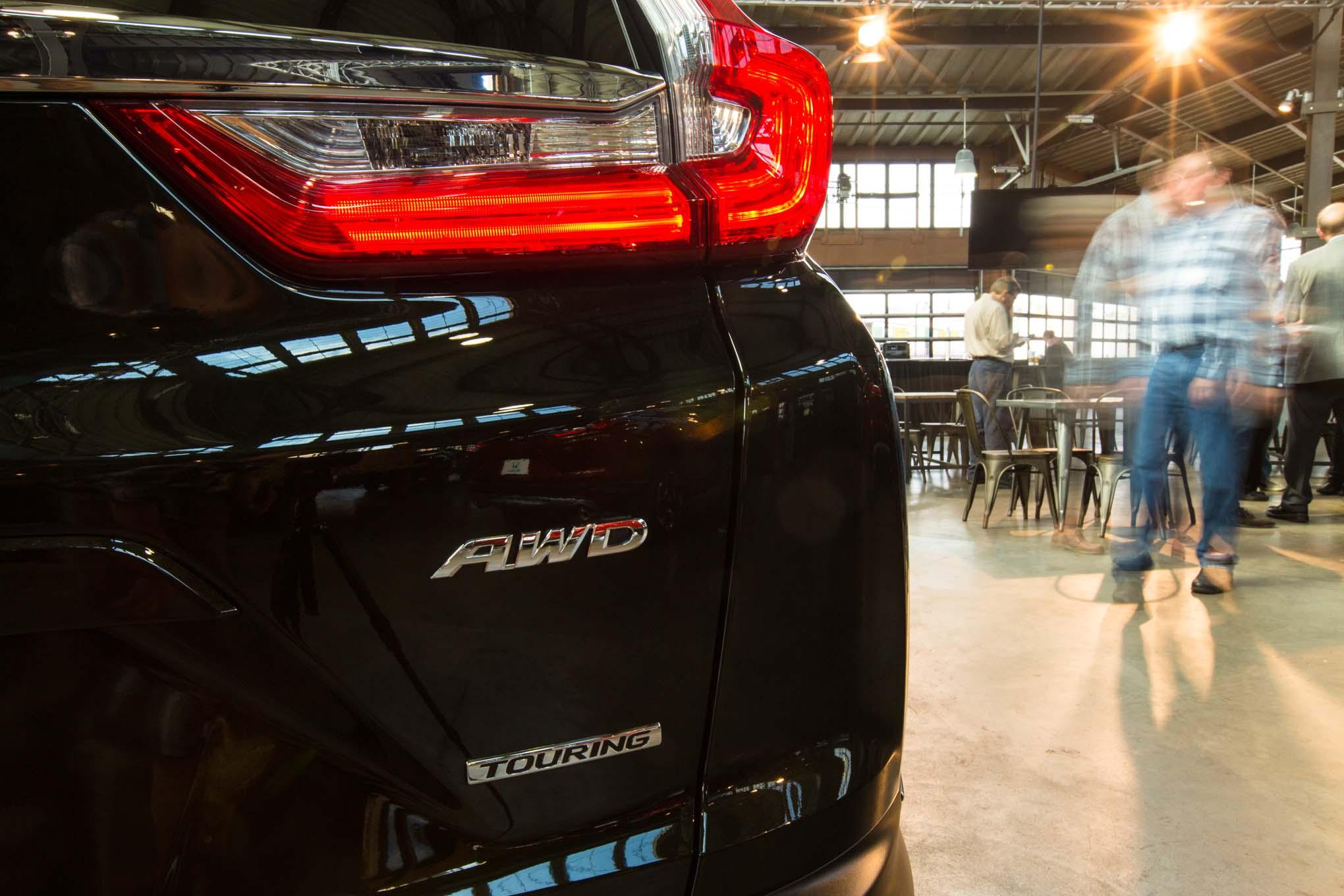 2017-Honda-CR-V-rear-badge-04