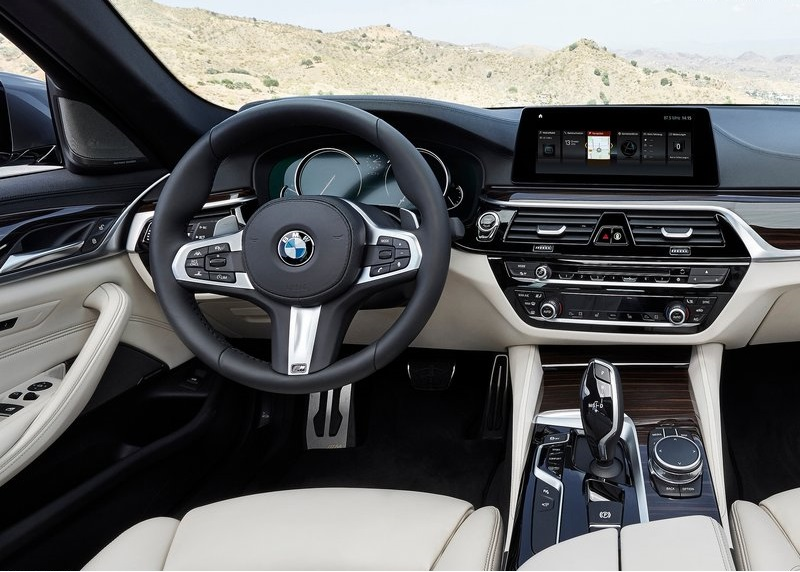 2017-BMW-5-Series interior