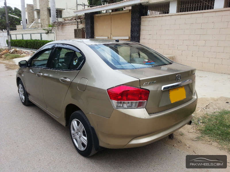 bold beige shade of Honda City in Pakistan