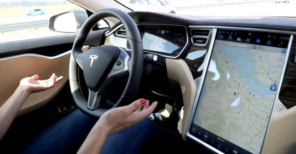 tesla-autonomous-cars-green-motion-san-diego-california-car-rental