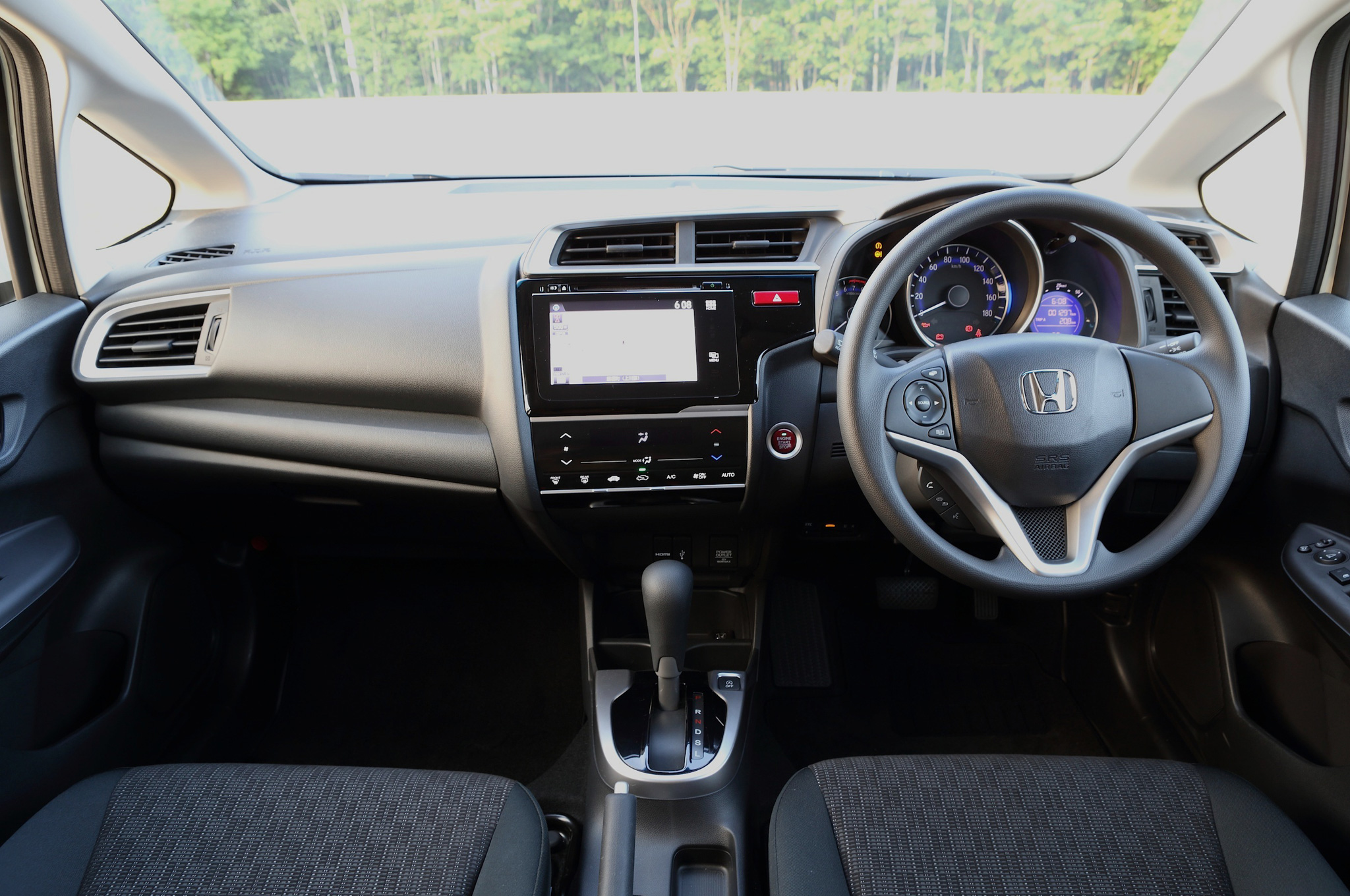 Honda-Fit-Hybrid-interior