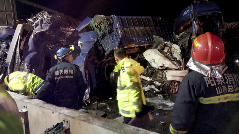shanxi-highway-collisions-06