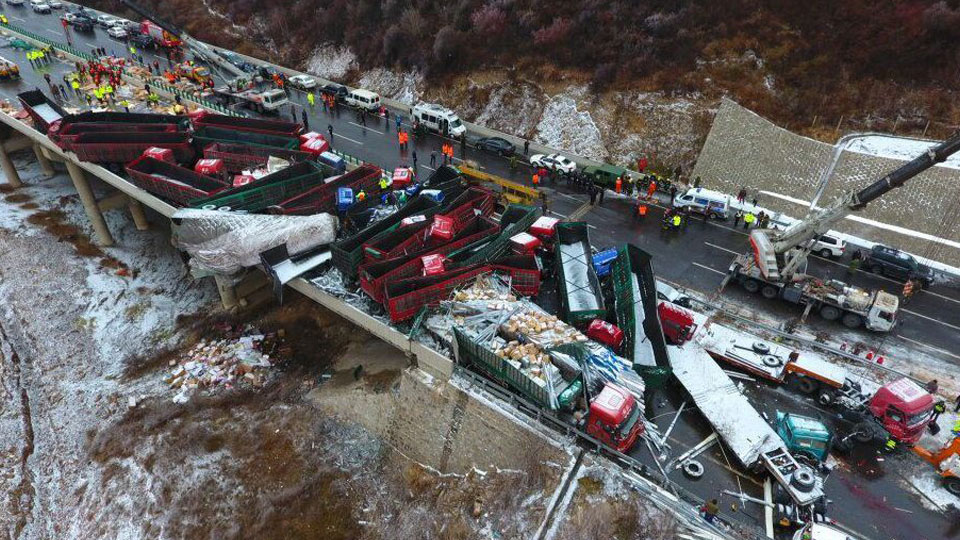 shanxi-highway-collisions-07