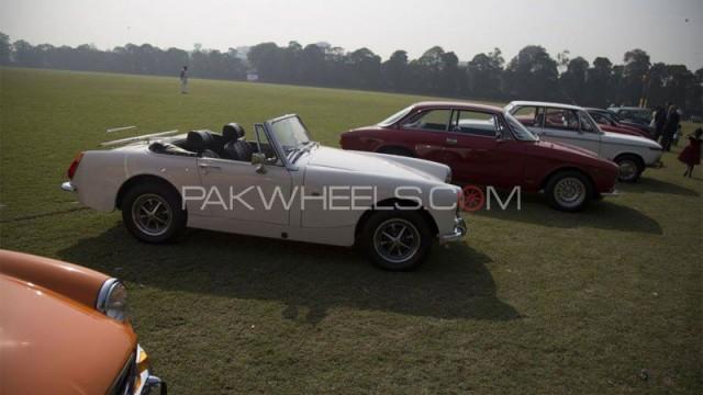 vintage-classic-car-rally