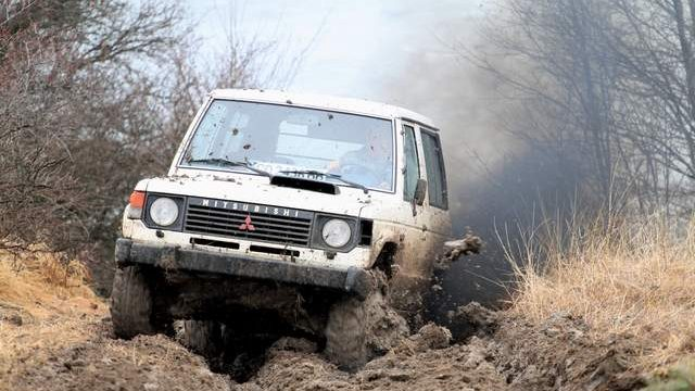 pajero_in_offroad-1-0