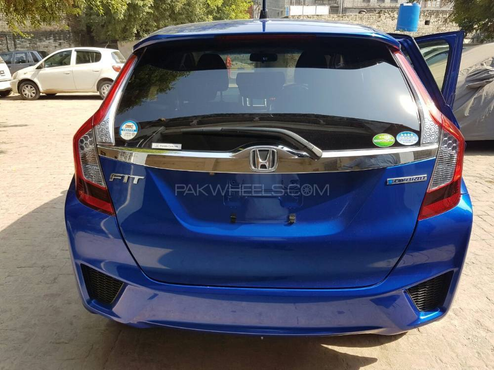 honda-fit-hybrid-f-package-exterior-2