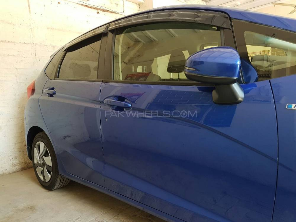honda-fit-hybrid-f-package-exterior-4