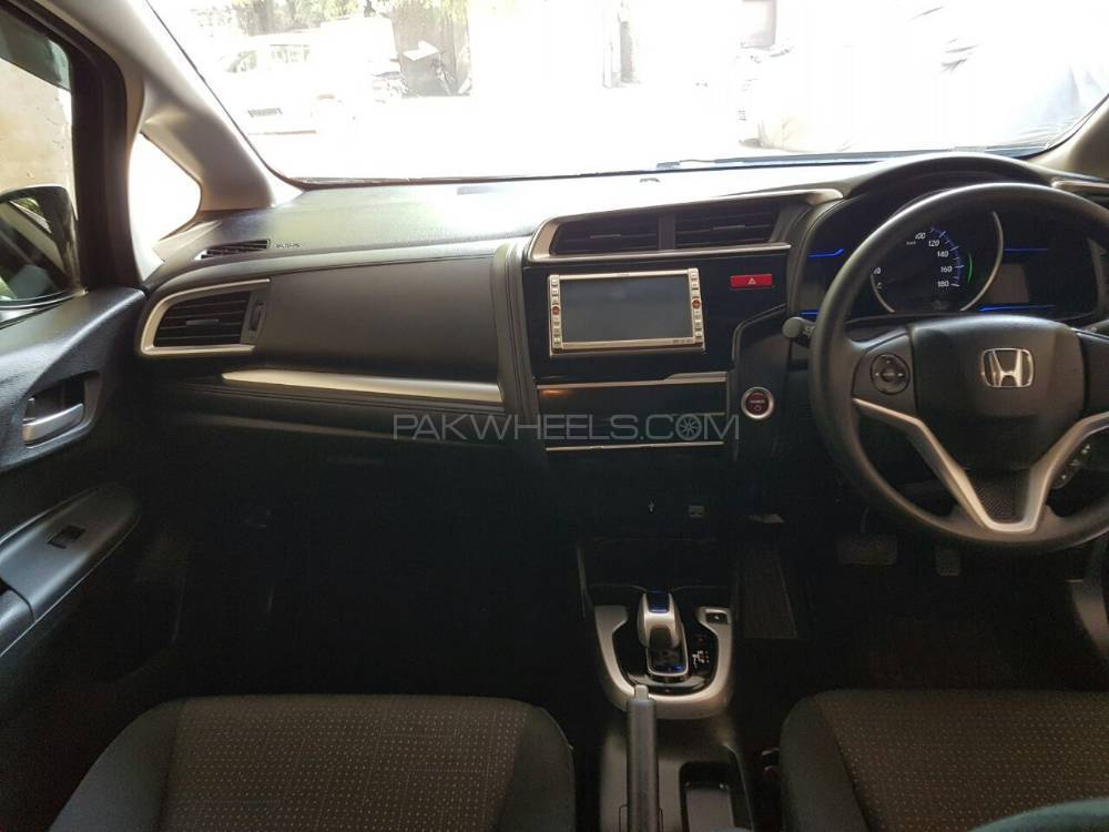 honda-fit-hybrid-f-package-interior-1