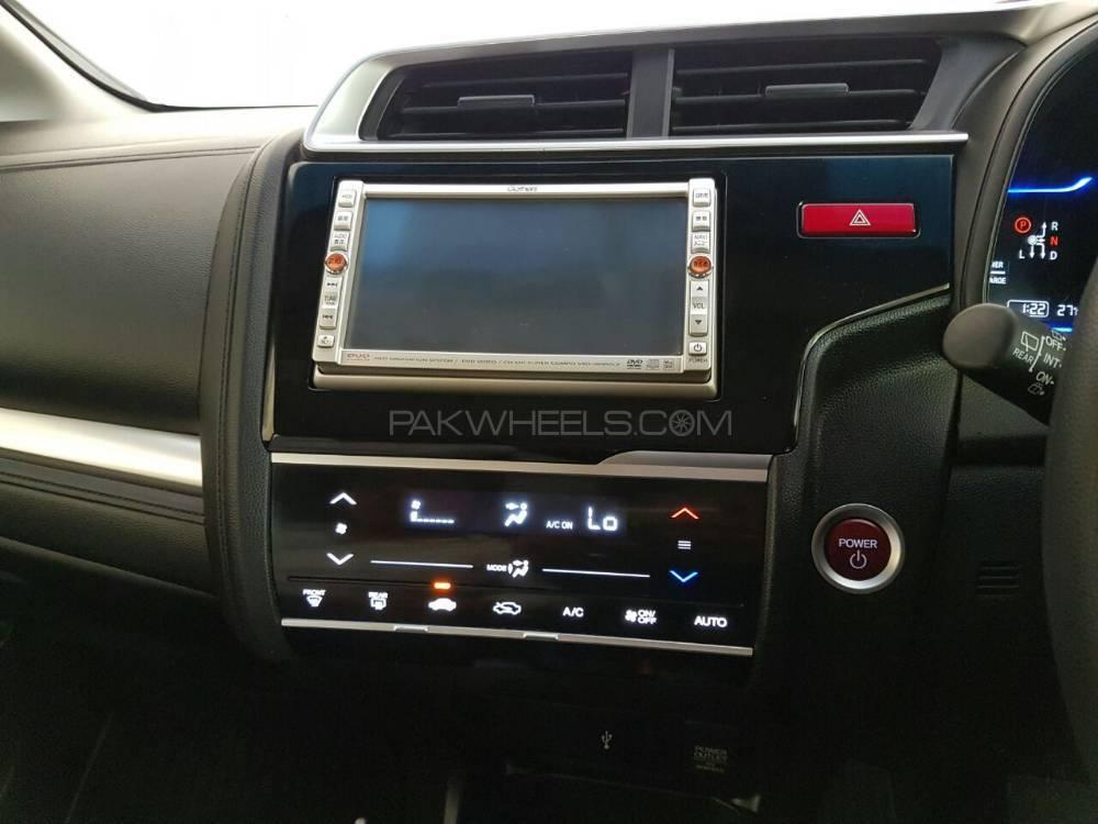 honda-fit-hybrid-f-package-interior-2