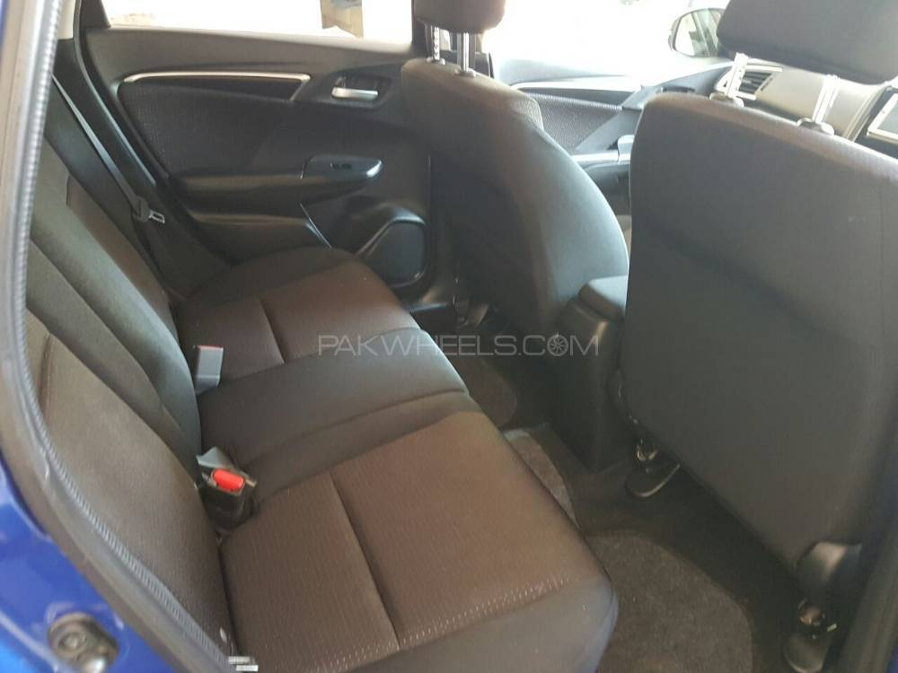 honda-fit-hybrid-f-package-interior-3