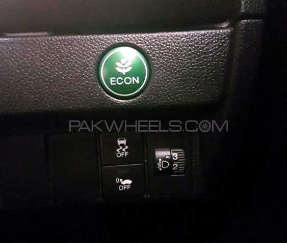 honda-fit-hybrid-f-package-interior-5