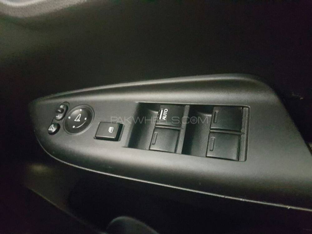 honda-fit-hybrid-f-package-interior-6