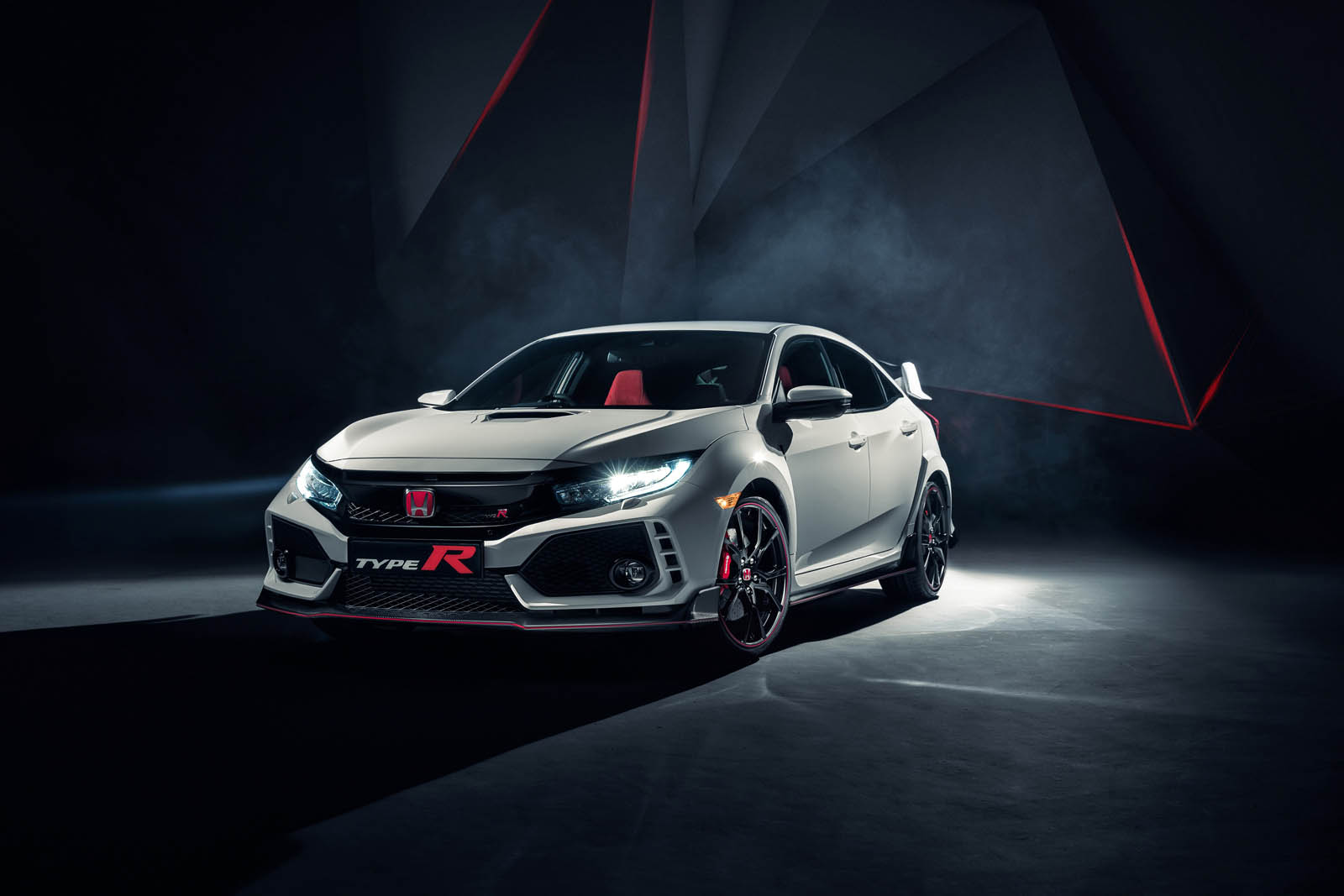 104496_all_new_honda_civic_type_r_races_into_view_at_geneva-copy