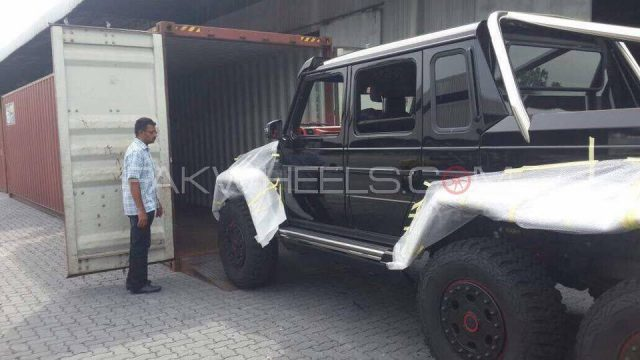 brabus mercedes b63s 700 6x6 spotted in islamabad pakwheels blog. Black Bedroom Furniture Sets. Home Design Ideas