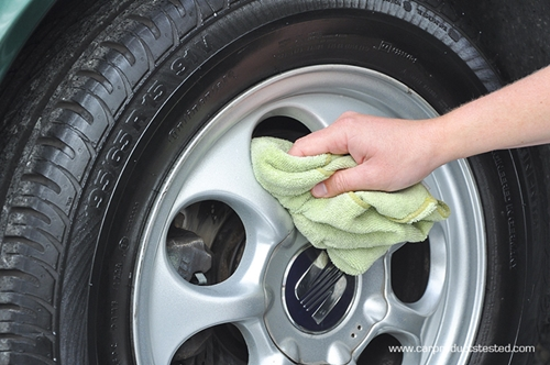 how-to-tyres-cleaning-wheel-of-product1